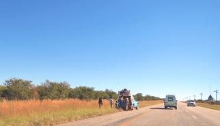 Roadside breakdown South Africa   photography by Sebastian Motsch