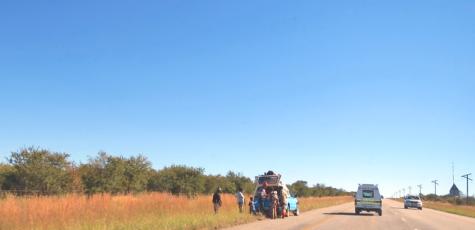 Roadside breakdown South Africa | photography by Sebastian Motsch