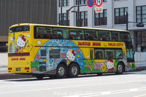 2017 Japan Tokyo Central Station Hato Bus Hello Kitty | travel photography by Sebastian Motsch (2017)