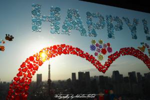2017 Japan Tokyo World Trade Center Happy Window | travel photography by Sebastian Motsch (2017)