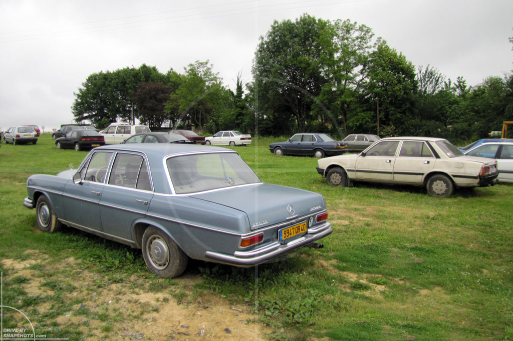 Mercedes-Benz 280SE Rust in Peace | Drive-by Snapshots by Sebastian Motsch (2010)