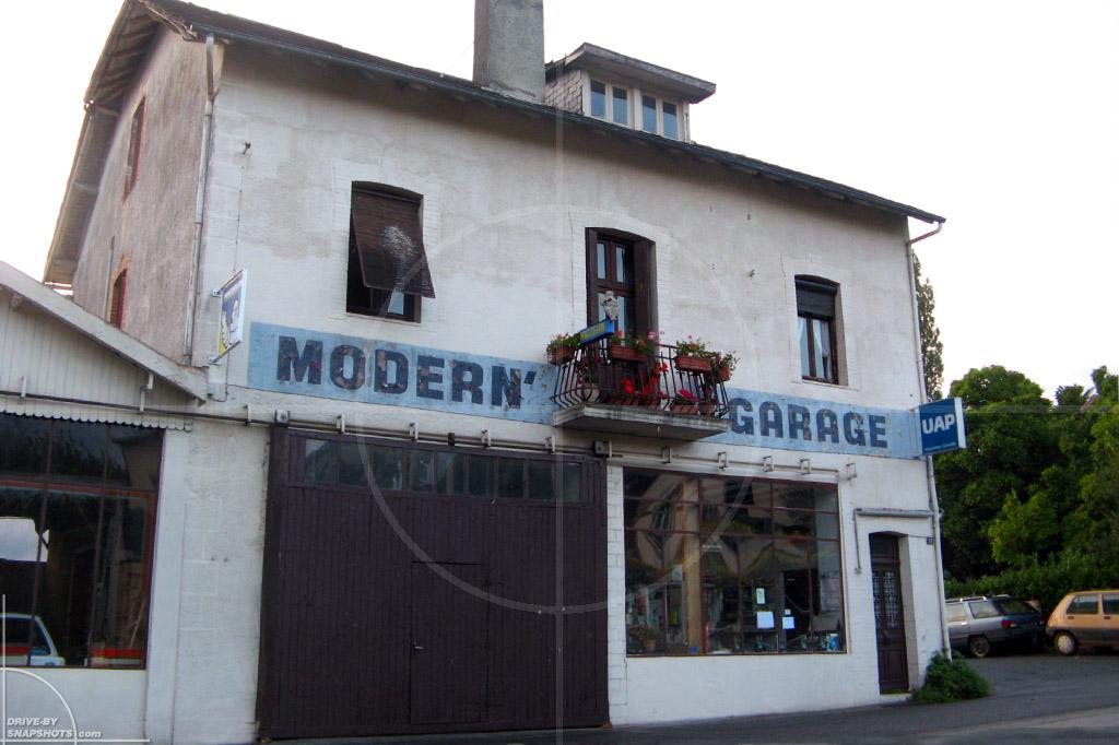 Modern Garage CHalus France | Drive-by Snapshots by Sebastian Motsch (2009)