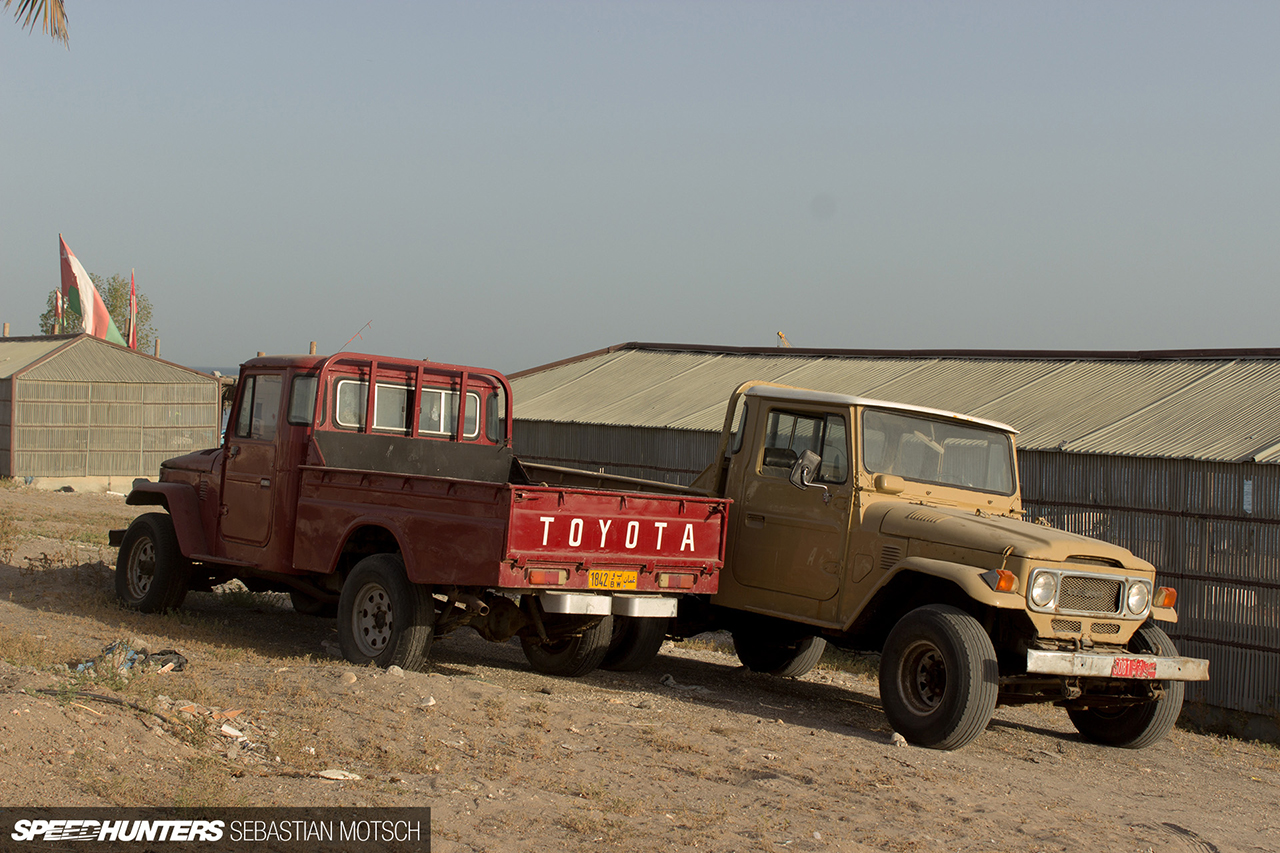 Speedhunters-A-pair-of-40-series-Toyota-LandCruiser-in-Oman-by-Sebastian-Motsch