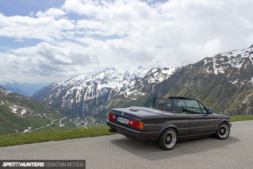 BMW-E30-318is-Cabrio-at-Furkapass-Switzerland-by-Sebastian-Motsch 1280px