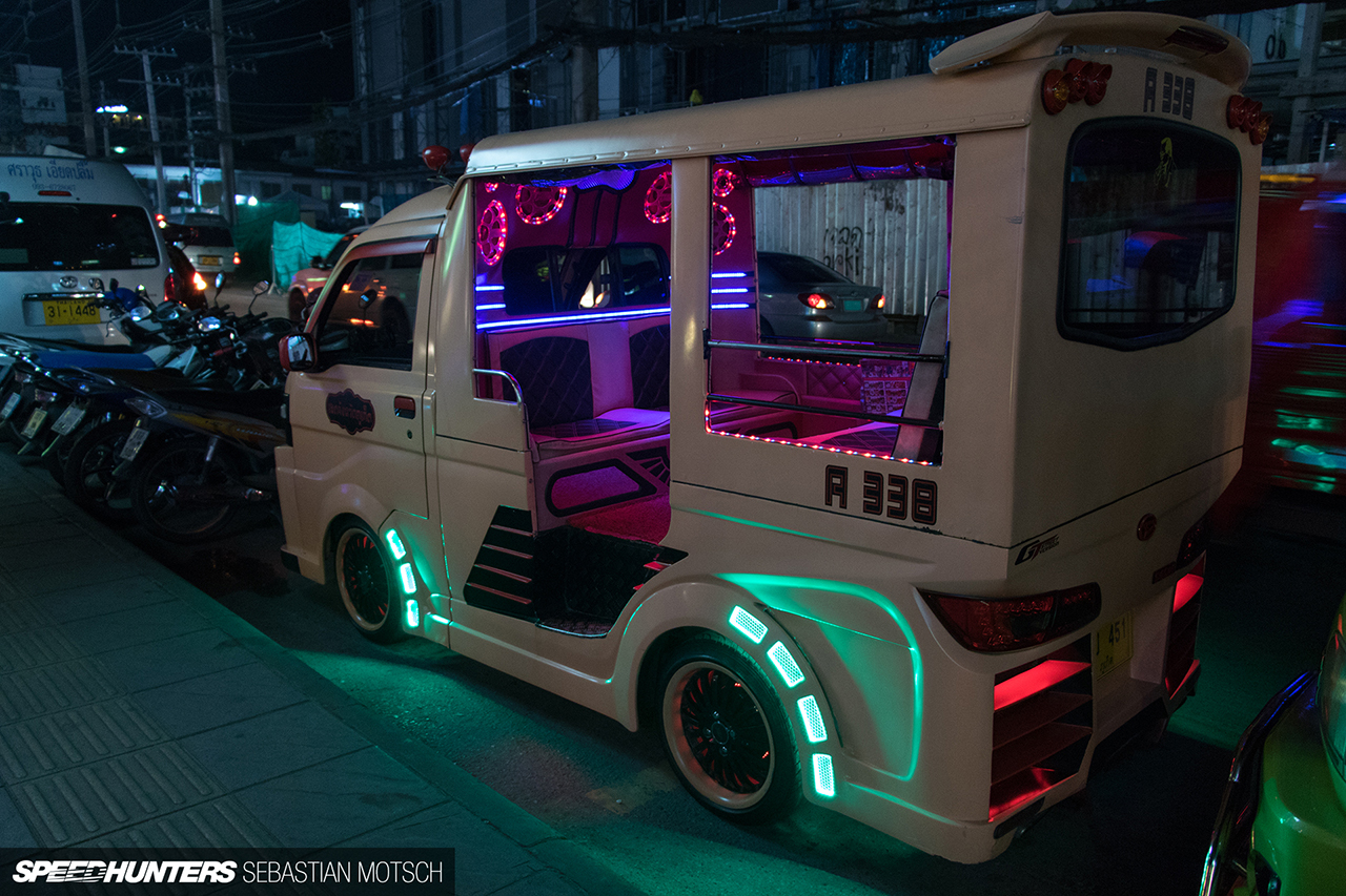 Daihatsu-Hijet-Tuktuk-in-Phuket-Thailand-by-Sebastian-Motsch 1280px