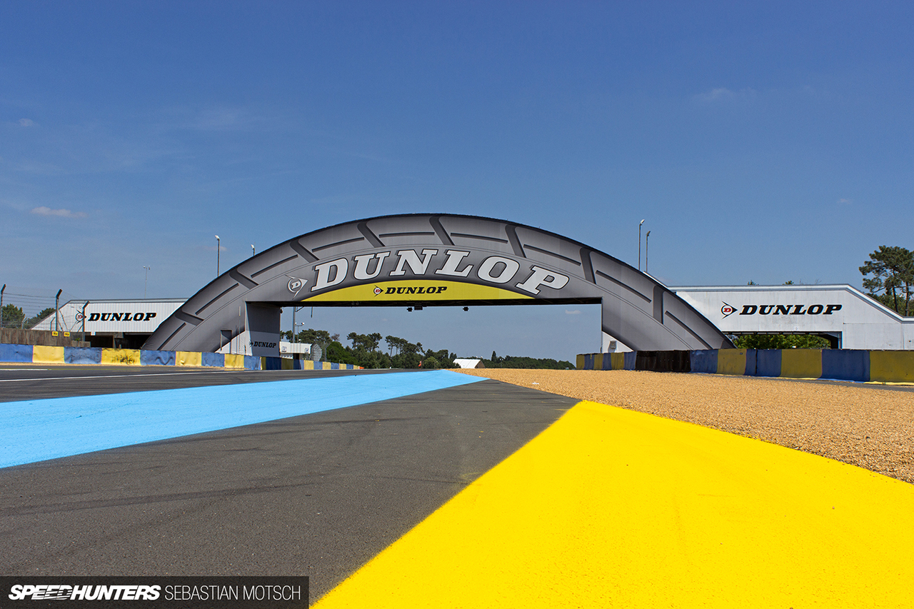 Dunlop-Bridge-at-Le-Mans-24h-in-France-by-Sebastian-Motsch 1280px