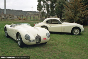 Jaguar-C-Type-XK140-in-New-Zealand-by-Sebastian-Motsch 1280px