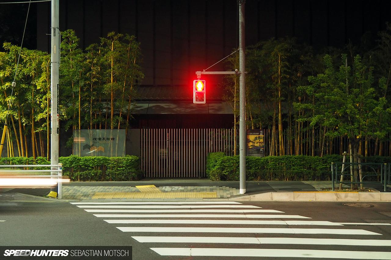 Pedestrian-Crossing-in-Tokyo-Japan-by-Sebastian-Motsch-01 1280px
