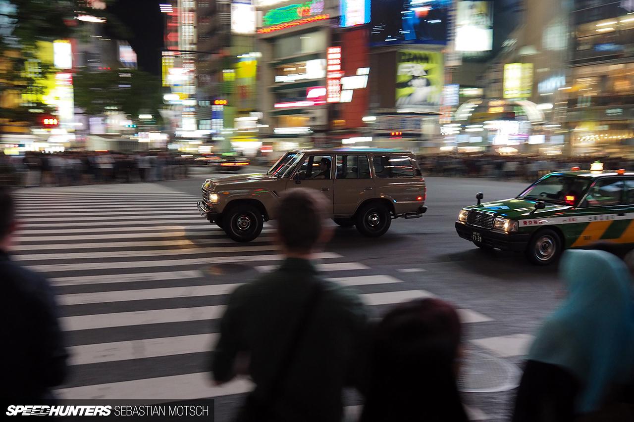 Toyota-LandCruiser-HJ61-Shibuya-Crossing-Tokyo-Japan-by-Sebastian-Motsch 1280px