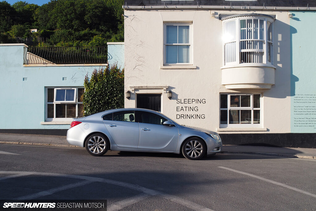 Vauxhall-Insignia-in-xxx-England-by-Sebastian-Motsch-1280px