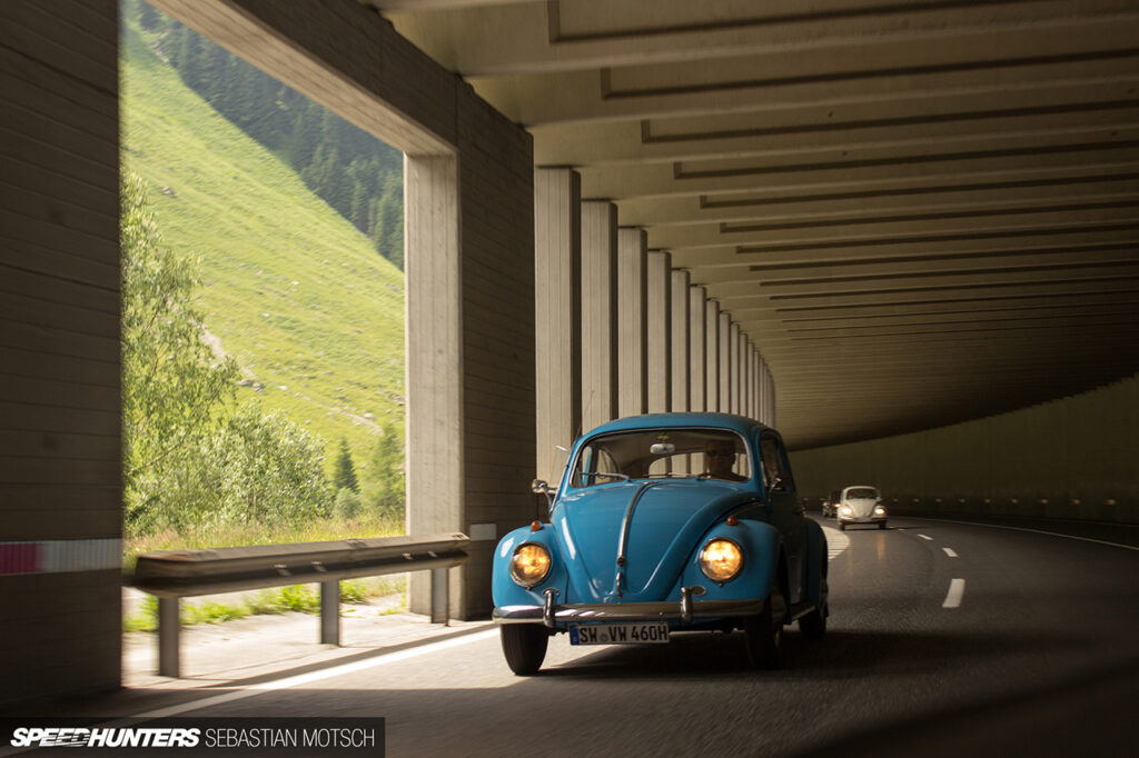 Volkswagen-Beetle-at-Felbertauernpass-Austria-by-Sebastian-Motsch 1280px