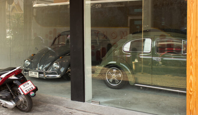 Volkswagen-Beetles-in-Bangkok-Thailand-by-Sebastian-Motsch-03 1280px