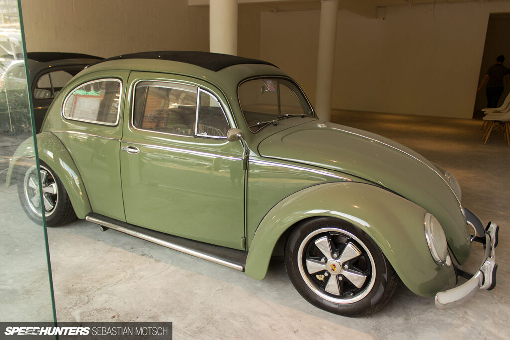 Volkswagen-Beetles-in-Bangkok-Thailand-by-Sebastian-Motsch-04 1280px