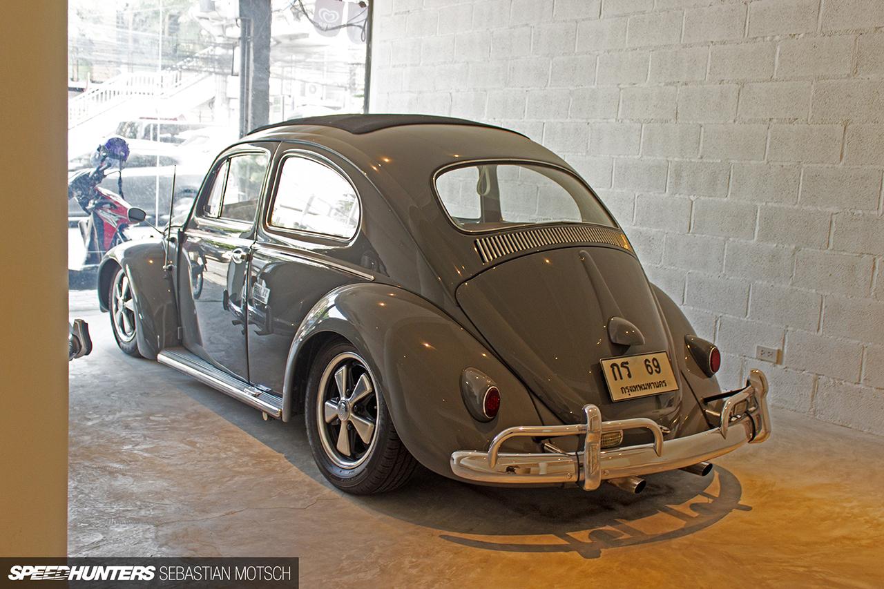 Volkswagen-Beetles-in-Bangkok-Thailand-by-Sebastian-Motsch-07 1280px