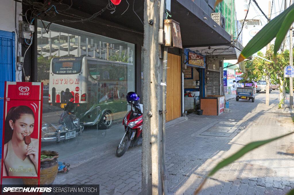Volkswagen-Beetles-in-Bangkok-Thailand-by-Sebastian-Motsch 1280px