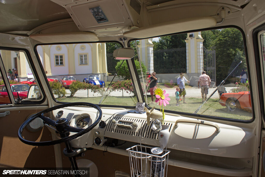 Volkswagen-T1-at-Schloss-Freudenhain-Passau-Germany-by-Sebastian-Motsch 1280px