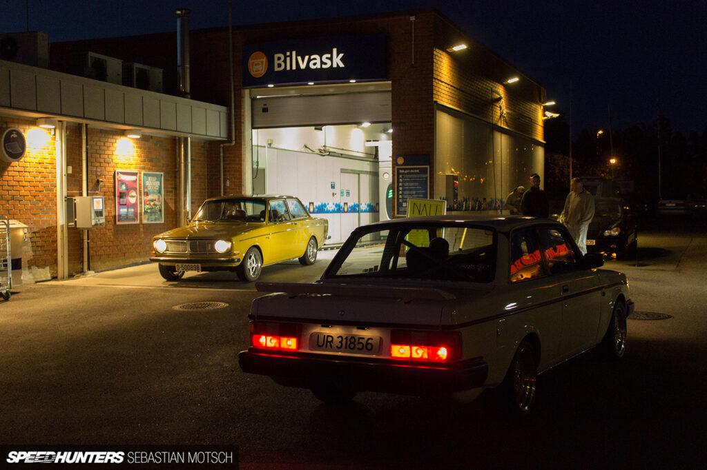 Volvo-142-242-in-Rakkestad-Norway-by-Sebastian-Motsch 1280px