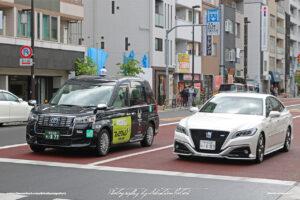 Japan Tokyo Asakusa Toyota Crown RS and JPN Taxi by Sebastian Motsch