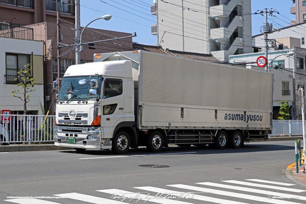 Japan Tokyo Sky Hino Truck Asuma Yusou by Sebastian Motsch